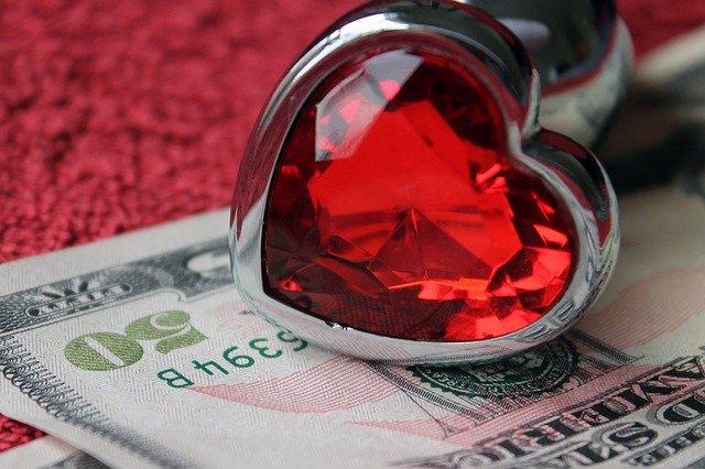 Peniaze, erotika, srdiečko
